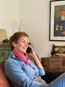 Monique Frei, moeder van Deventer schaatser Thomas Krol, heeft alleen via de telefoon contact met haar zoon.