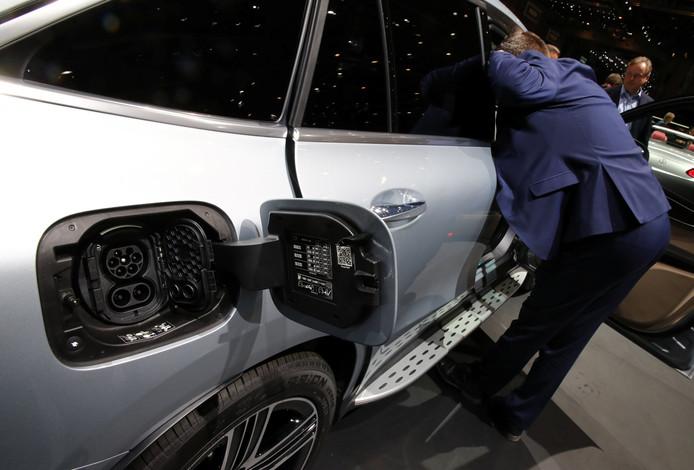 Een elektrisch aangedreven Mercedes op de internationale autoshow in Geneve.