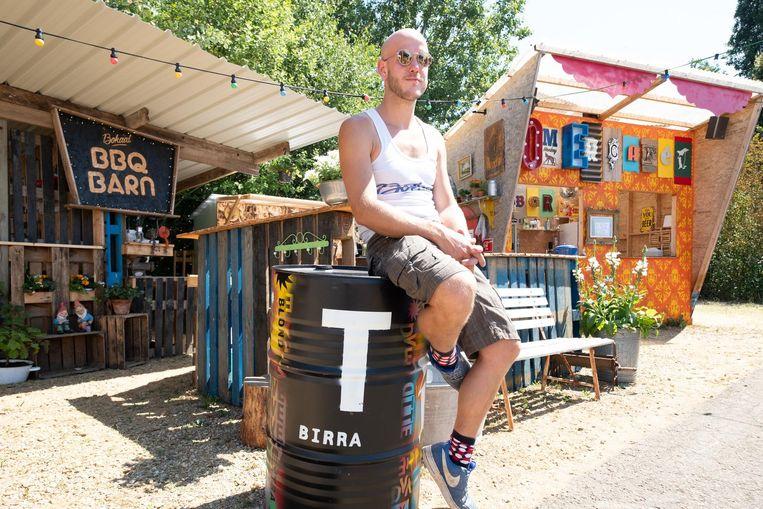 Guus van Zon in zijn zomercafé Bokaal.
