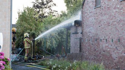 Loonwerker vrijwaart twee woningen van brand