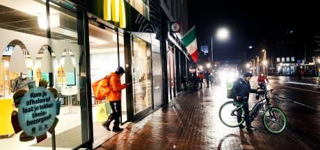 Klokslag 21.00 uur zijn de straten in hartje Utrecht weer vooral het domein van maaltijdbezorgers
