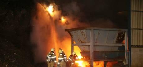 Flinke brand in grote afvalberg in Den Bosch