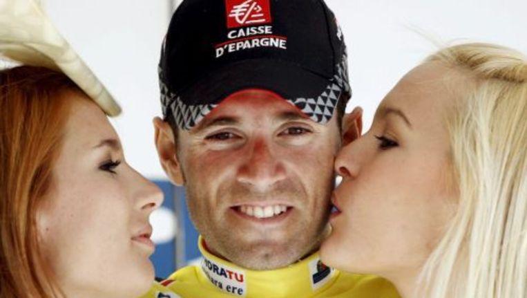 Alejandro Valverde wordt gefeliciteerd met een overwinning. ANP Beeld