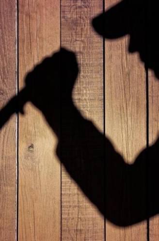 Man (25) die messteken gaf aan liefdesrivaal (26) komt weg met 70 uur werkstraf