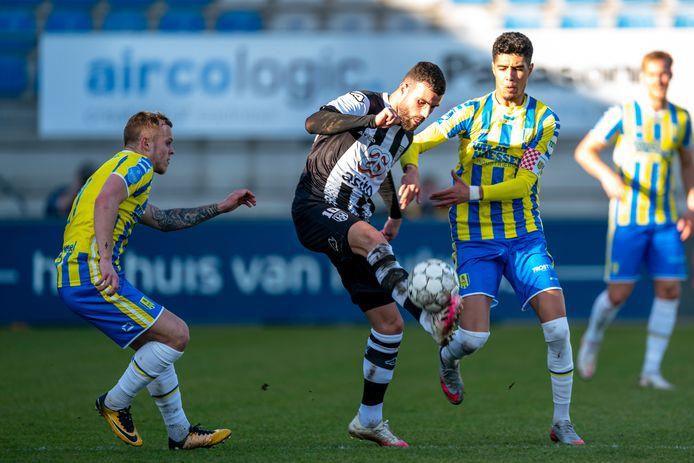 Het contract van onder anderen Anas Tahiri (rechts) en Lennerd Daneels (links) loopt af.