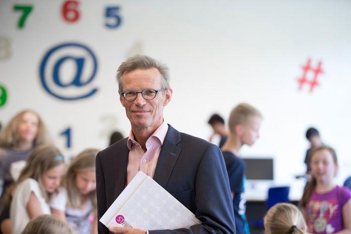 Genio Ruessen, directeur van het Bonhoeffer College Enschede.