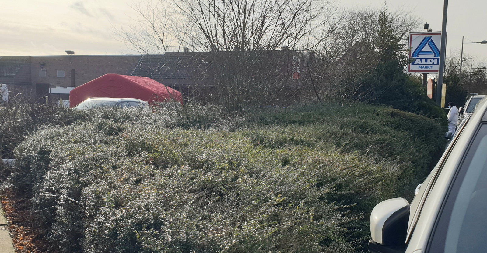 SINT-KATELIJNE-WAVER - Een vrouw kwam vrijdagochtend om het leven bij een ongeval op de parking van de Aldi-supermarket.