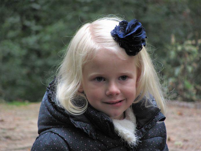 De inmiddels 7-jarige Emma uit Hank heeft het Q-koortsvermoeidheidssyndroom.