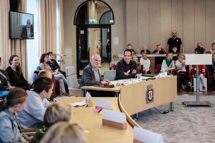 Jan van Halteren als 'burgemeester' tijdens de jongerenraad in Montferland. Archieffoto Jan van den Brink