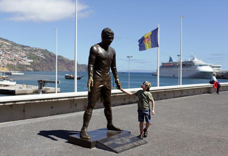 Standbeeld van Cristiano Ronaldo in Funchal, Madeira. Beeld AP
