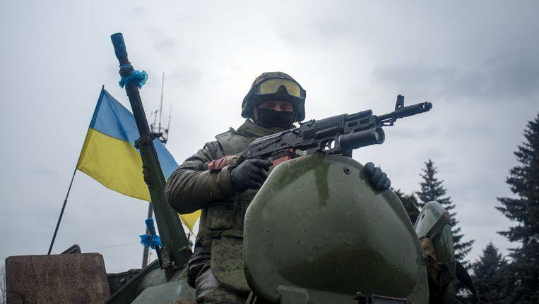 Een soldaat van het Oekraïense regeringsleger in de regio Donetsk.