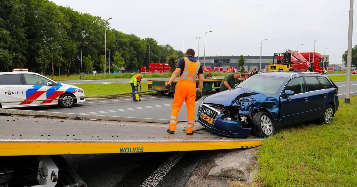 Flinke verkeershinder door aanrijding op Zutphensestraat N345 bij Apeldoorn.