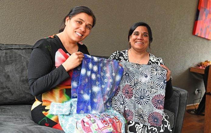 Shanti Tuinstra en Sanumaya Lensen hopen met de opbrengst van tasjes hun geboorteland Nepal te helpen.