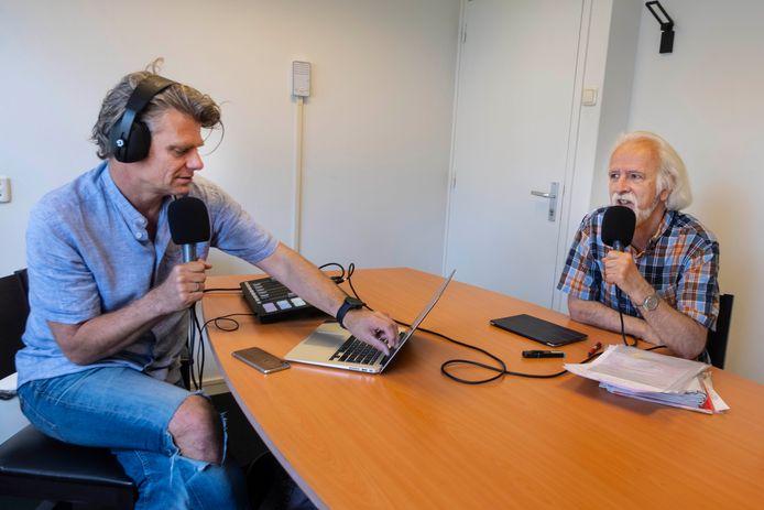 Rob Jaspers en Raymond Janssen maken een podcast over de politiek in Nijmegen. Nijmegen.
