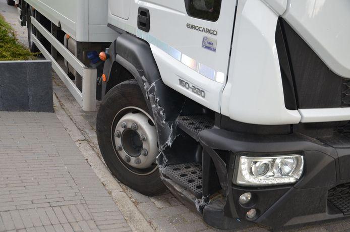 De schade aan de vrachtwagen viel mee.