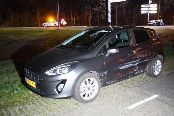 Een vrouw raakt gewond bij een ongeval tussen twee auto's in Holten.