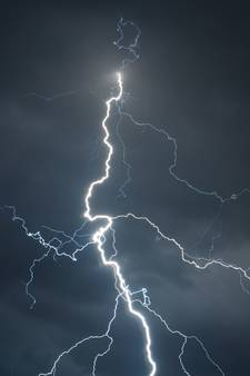 Elektrische apparaten kapot na blikseminslag Hengelo