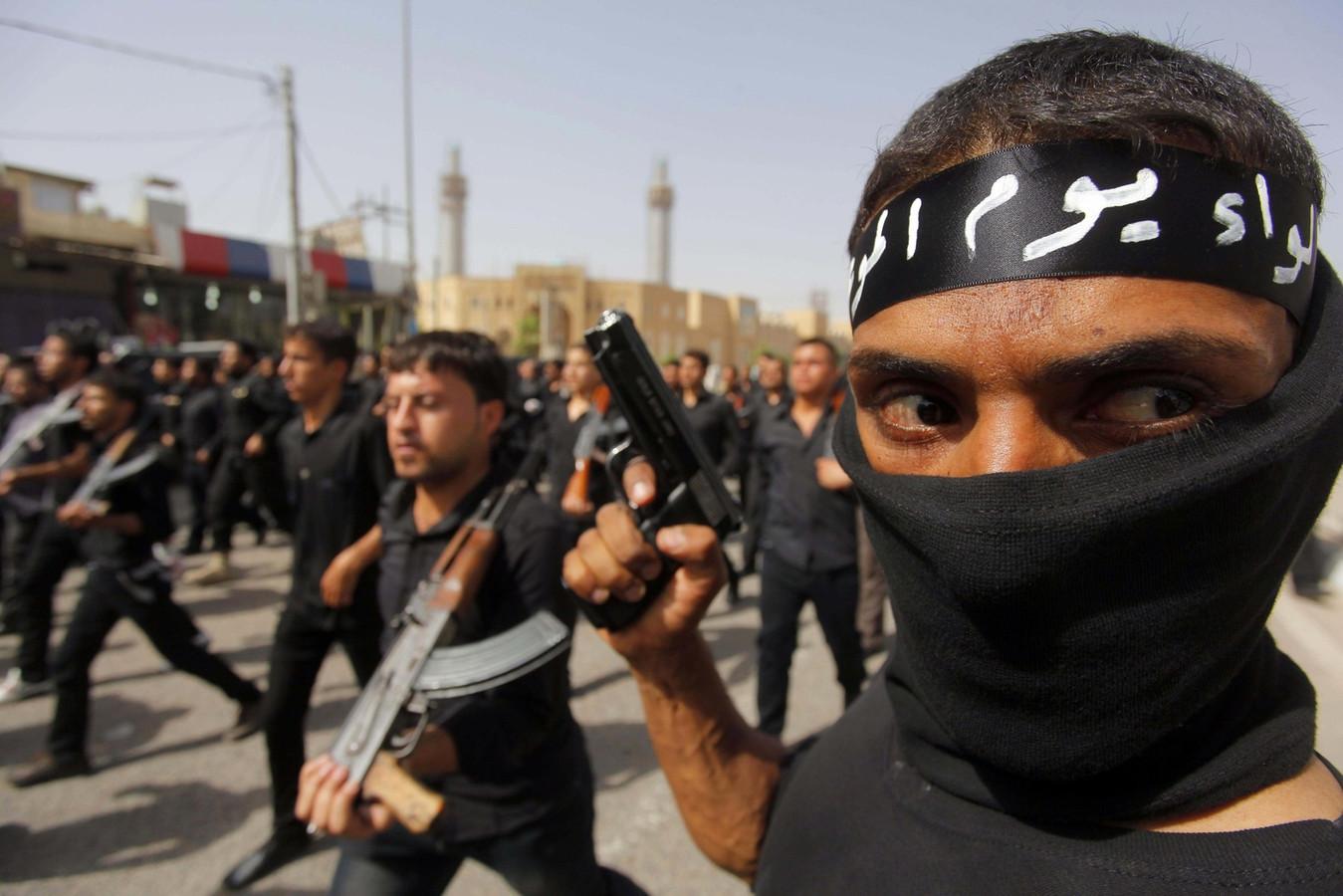 Dans les rues de Bagdad, à l'appel du puissant chef chiite Moqtada Sadr, des milliers de volontaires ont orchestré une véritable démonstration de force.