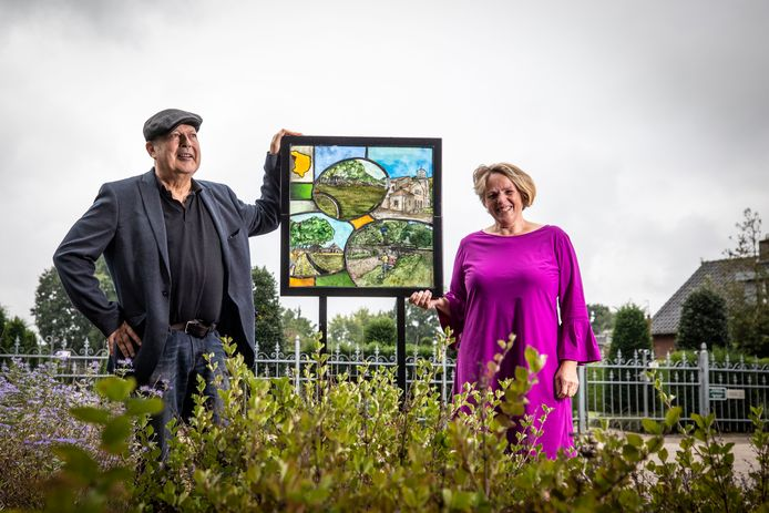 Glasrijk Tubbergen beleeft dit jaar de 25e editie. Hiervoor is de glaskunstroute compleet gemaakt met objecten in alle dorpen, gemaakt door lokale kunstenaars Ellen Kleine Schaars en Diego Semprun Nicolas.