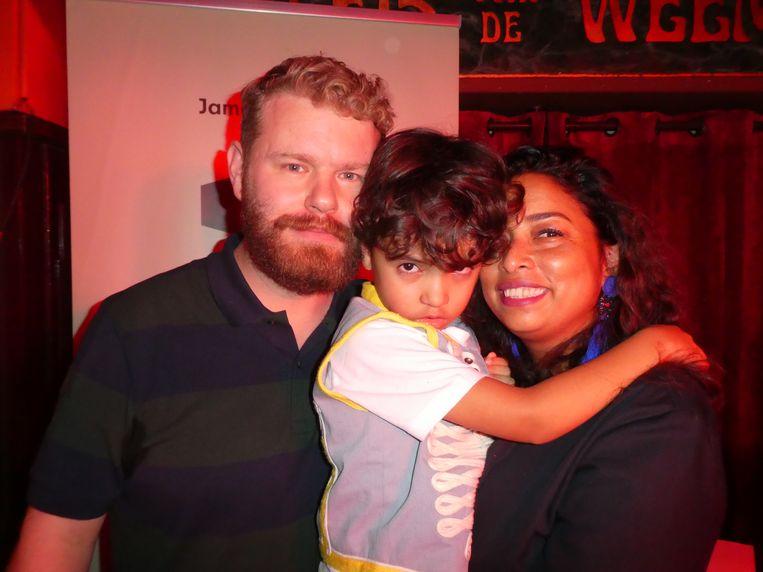 Familieportret. Vader James Worthy, zoon James (de zevende) en moeder Artie Premchand. Beeld Hans van der Beek