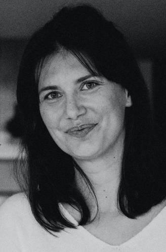 """COLUMN. Lara Switten (35), mama van 3 die strijdt tegen kanker, verliest haar moeder. """"Mijn stem beefde terwijl ik vertelde hoe graag ik haar zag"""""""