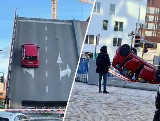 Hallucinante beelden: ouders en kind (1,5) beleven schrik van hun leven wanneer hun auto van openstaande brug valt