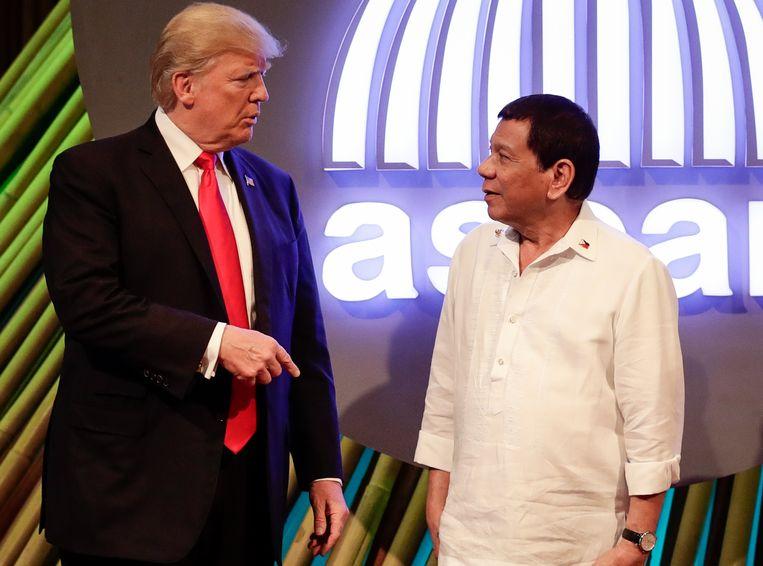 De Amerikaanse president Donald Trump en zijn Filipijnse ambtsgenoot Rodrigo Duterte. Beeld AFP