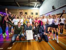 Arcade Pollux zette Oldenzaal op de kaart met volleybal en krijgt zilveren erepenning