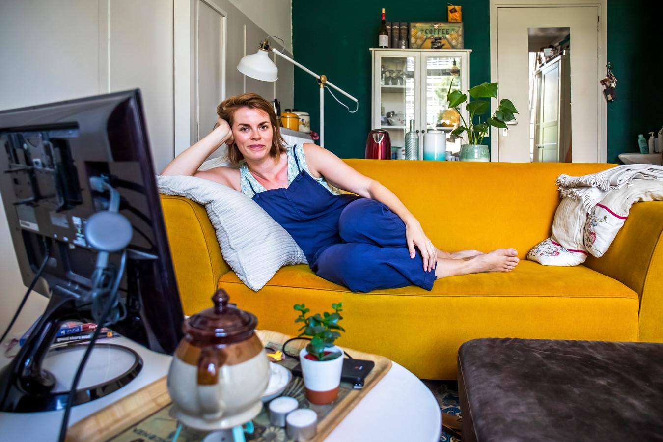 Shana Croonen (29) woont in een studenten-/startershuis omdat individueel huren steeds duurder wordt.