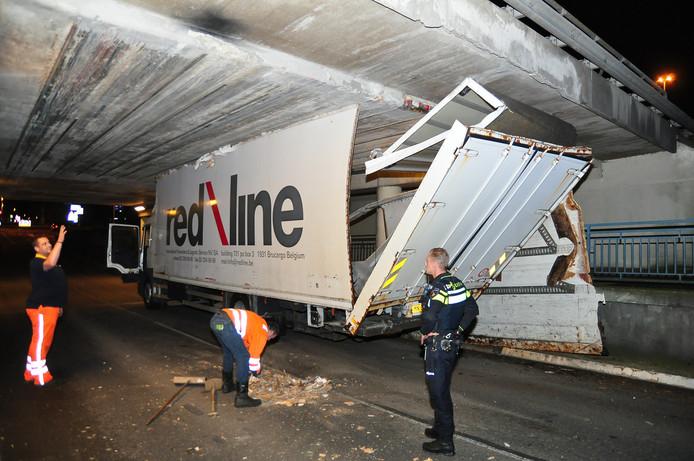 De vastgereden truck.
