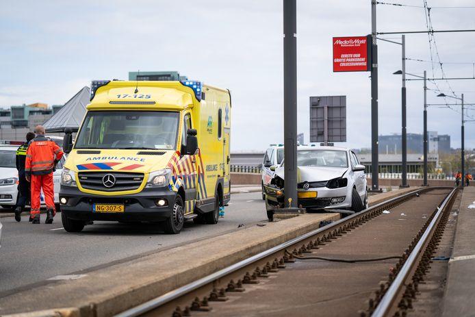 De bestuurder raakte ernstig gewond.