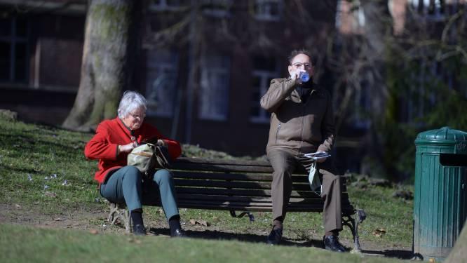 """Historische banken in stadspark toe aan opknapbeurt: """"Eerste aanzet voor totale renovatie van het park"""""""