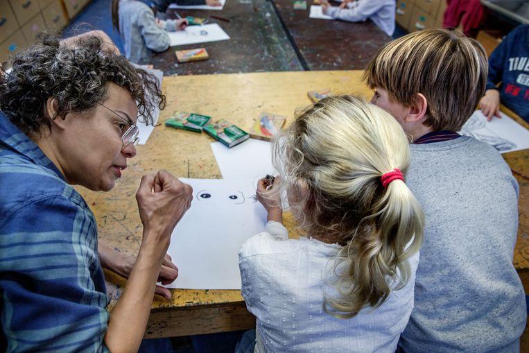 Kunstzinnige vorming hoort erbij op de Cornelis Vrijschool in Amsterdam. Beeld Jean-Pierre Jans