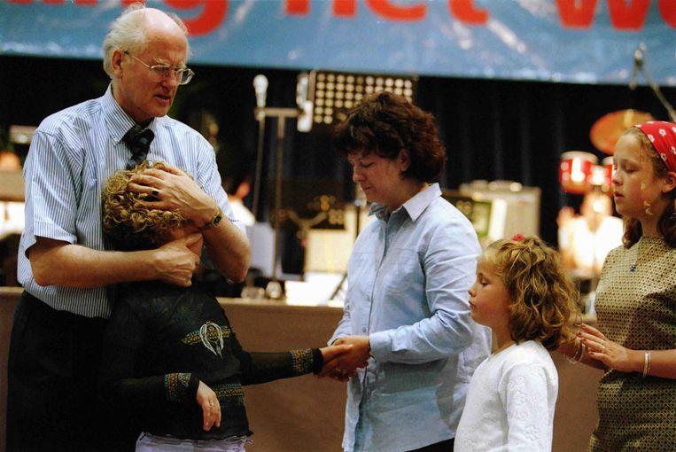 Jan Zijlstra tijdens een gebedsgenezingen in de FEC Expo hallen. Beeld Trouw