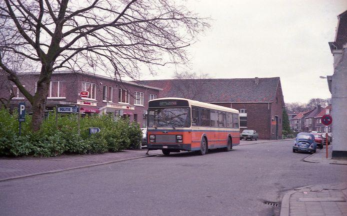 Een archiefbeeld van de authentieke bus 50B.