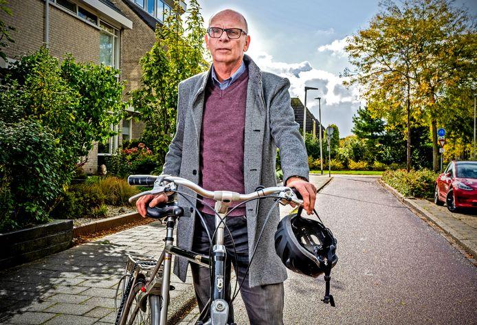 Het hoofdletsel van Louis van den Eijnden is al aardig hersteld en hij rijdt alweer rondjes op de fiets van zijn zoon. Maar zijn wielrenhelm zet hij daarbij niet op.