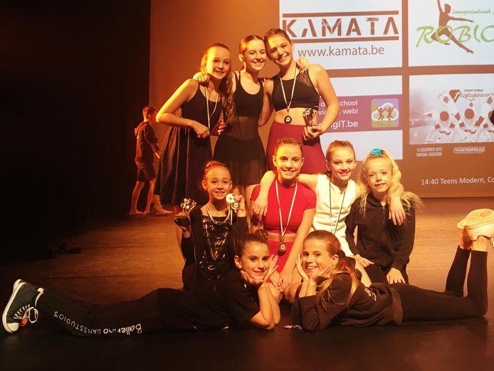 De dansers van Dansstudio Ballerino, met vestigingen in Lembeek en Pepingen, behaalden mooie resultaten op de Youth America Grand Prix in Parijs.