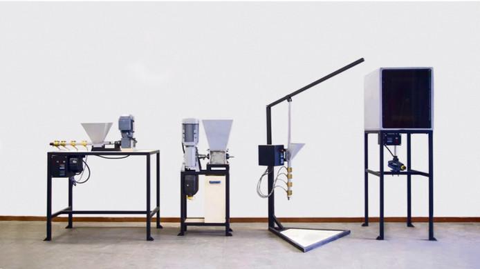 Apparaten die Dave Hakkens bedacht om thuis gemakkelijk na te maken en zelf mee aan de slag te gaan om afval te recyclen.