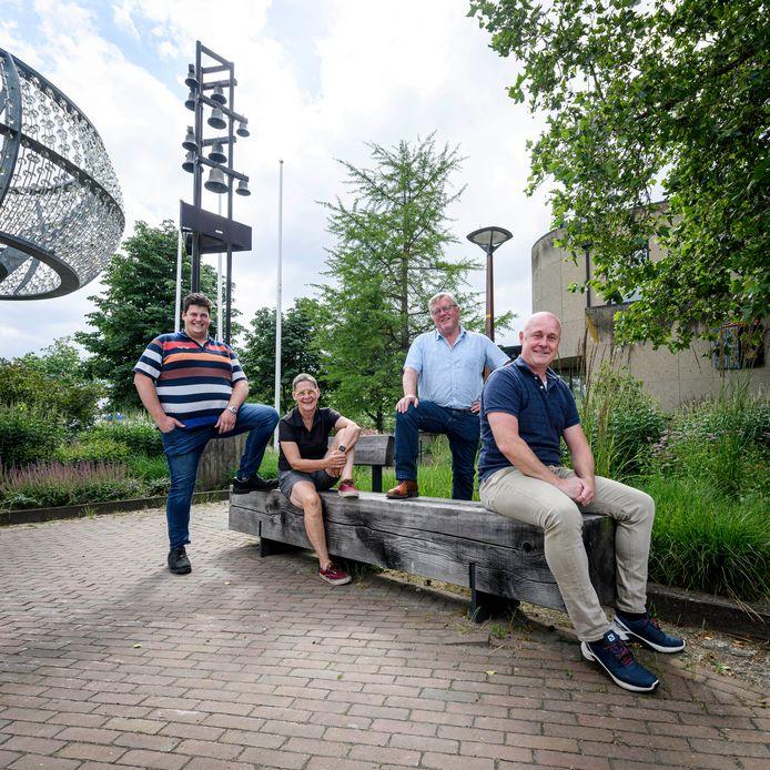 De mensen van de nieuwe partij Lokaal Sterk, met Alexander Plegt, Marian de Boer, Henk Wessels en Norbert van de Graaf (vlnr).