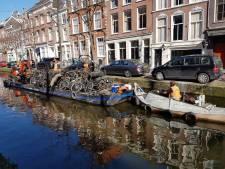Delftse grachten worden getrakteerd op schoonmaakbeurt tijdens de Canal Cleanup