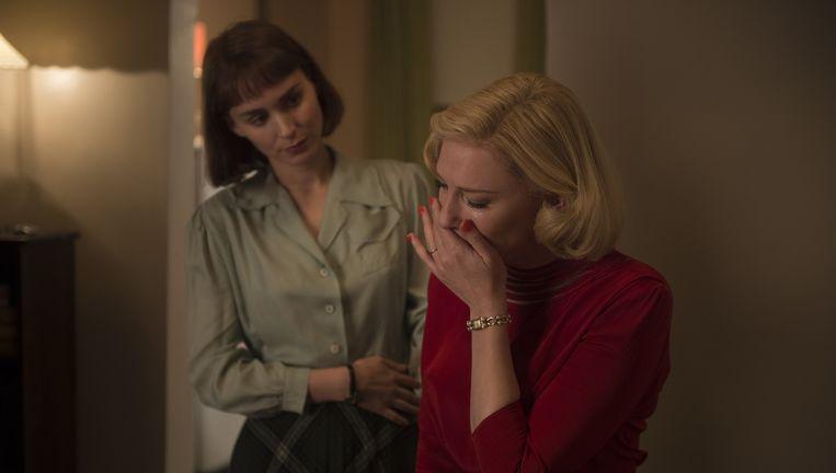 Rooney Mara en Cate Blanchett in Carol. Beeld .
