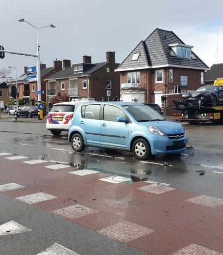 Botsing op Varviksingel Enschede: politie regelt verkeer