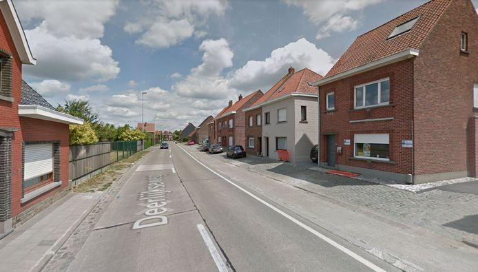 De Deerlijkseweg, in Nieuwenhove bij Waregem
