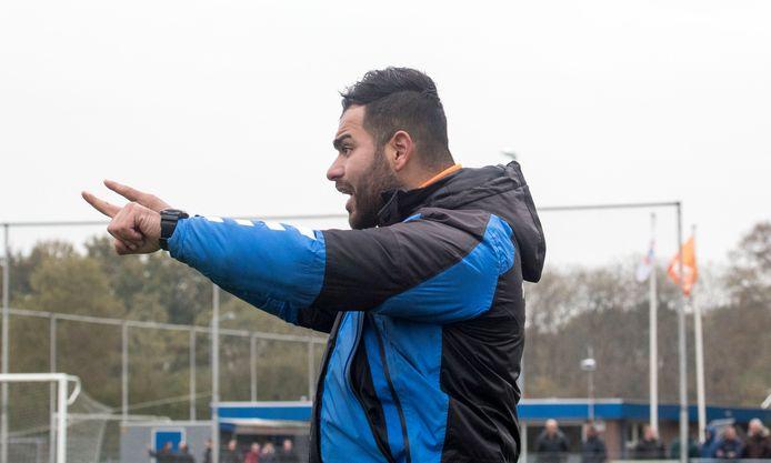 Erdinç Kadioglu, hier als trainer van Ede/Victoria, vertrekt al voor de competitiestart bij het Arnhemse Elsweide.