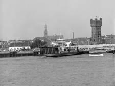 De watertoren en de Groote Kerk vormden samen het gezichtsbepalende plaatje van Maassluis