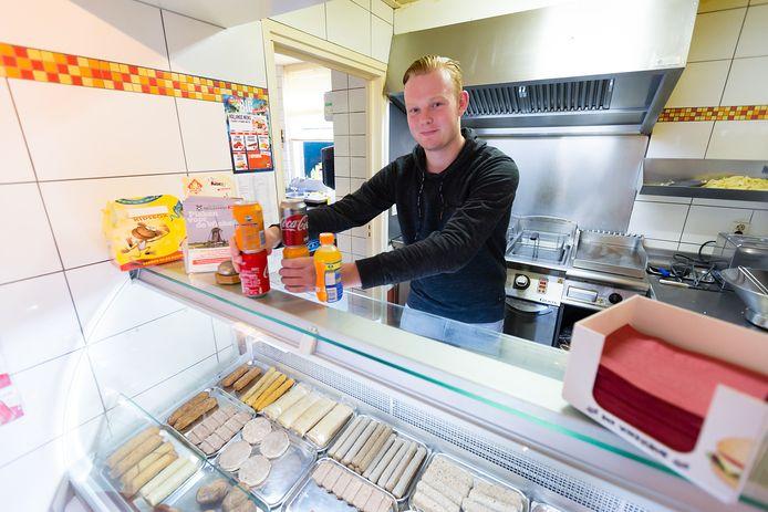 Ole Jansze in de snackbar van Gezwam, Zwammerdam.