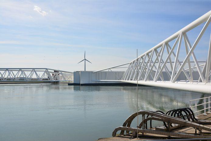 Beelden van de opening van de Maeslantkering in Hoek van Holland worden zondag rechtstreeks uitgezonden via het YouTube-kanaal van Rijkswaterstaat.