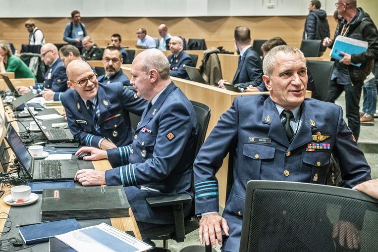Vooraan rechts kolonel Harold Van Pee, de man die het F-16-dossier beheert. Beeld Tim Dirven