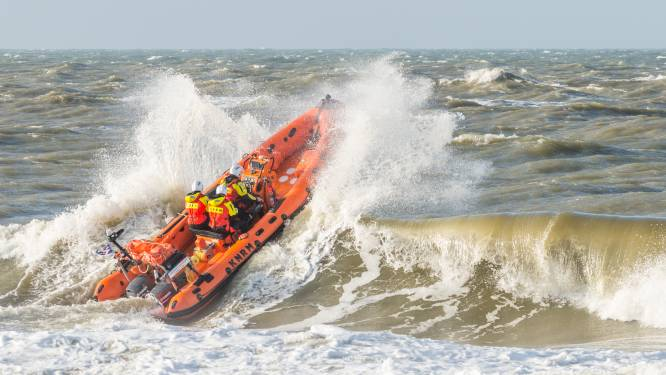 Nederlandse reddingsdiensten rukken massaal uit voor vuurpijl boven zee... die de zon blijkt te zijn