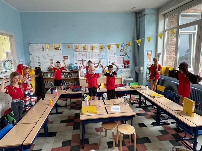 De leerlingen van de Vrije Basisschool Duinen kwamen uitgedost naar school voor de wedstrijd van de Rode Duivels.